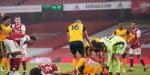 Sufre Raúl Jiménez fractura de cráneo tras choque con David Luiz