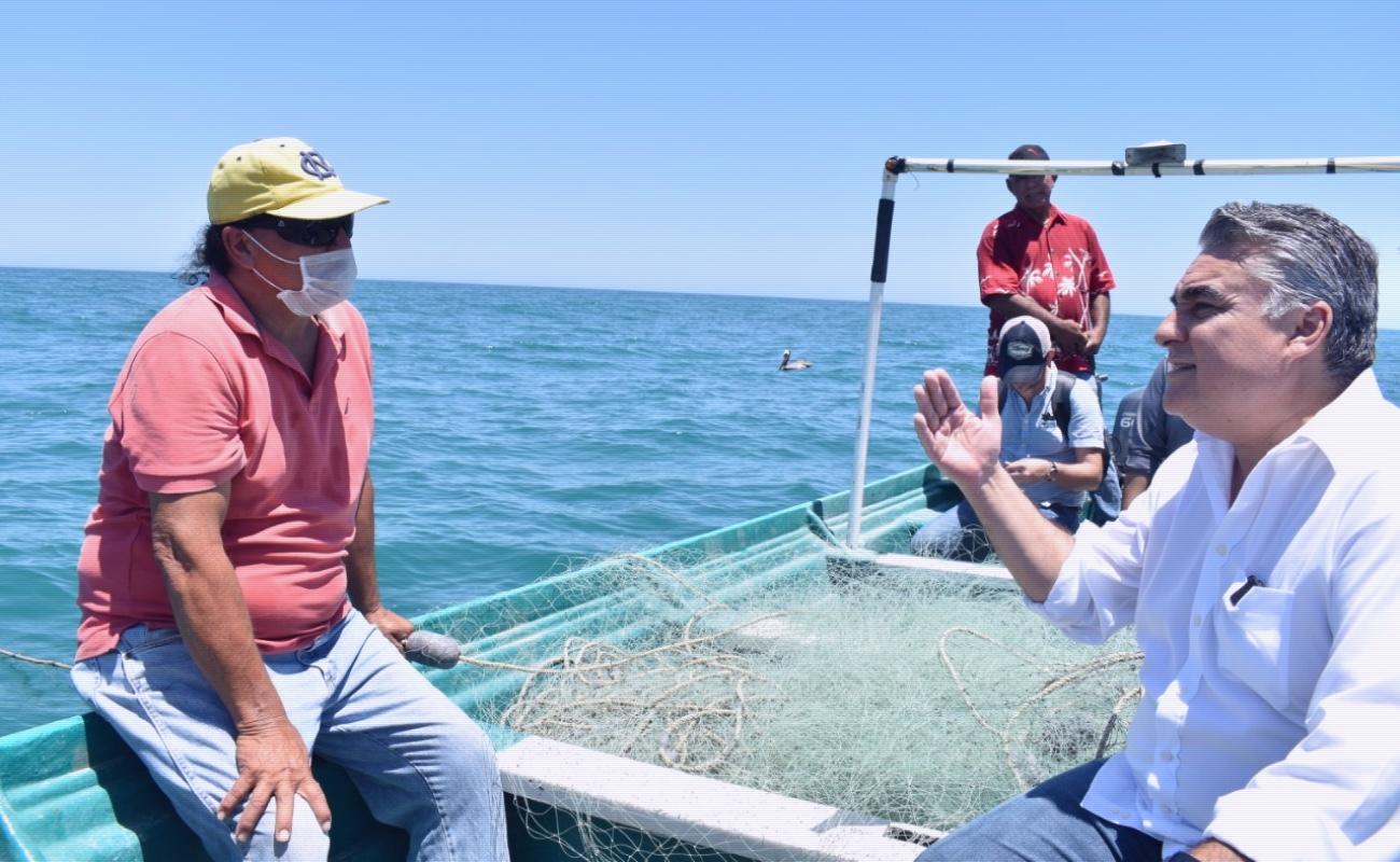 Entregan apoyos a pescadores de San Felipe