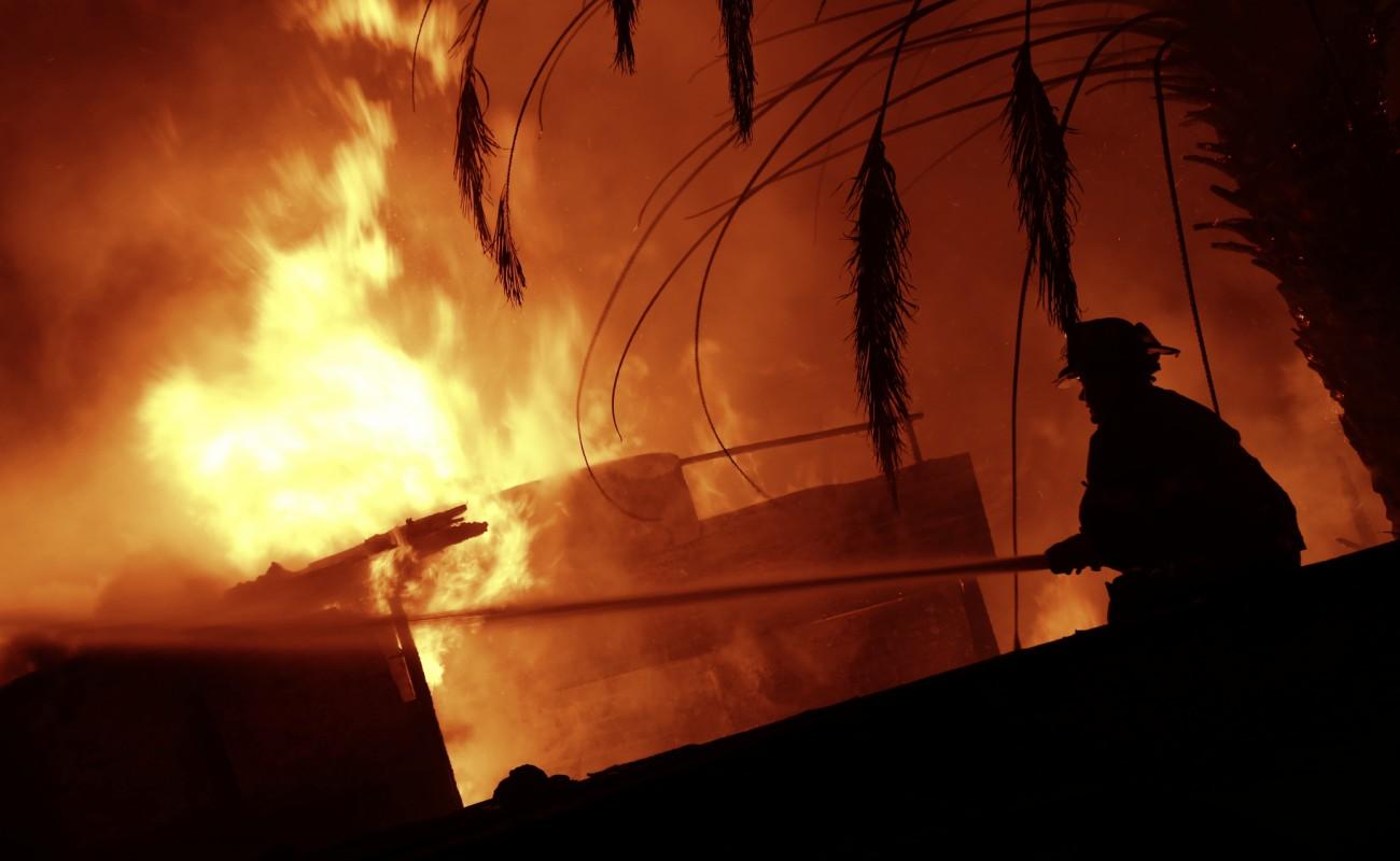 Incendio acabó con fábrica de insumos eléctricos en Ejido Matamoros