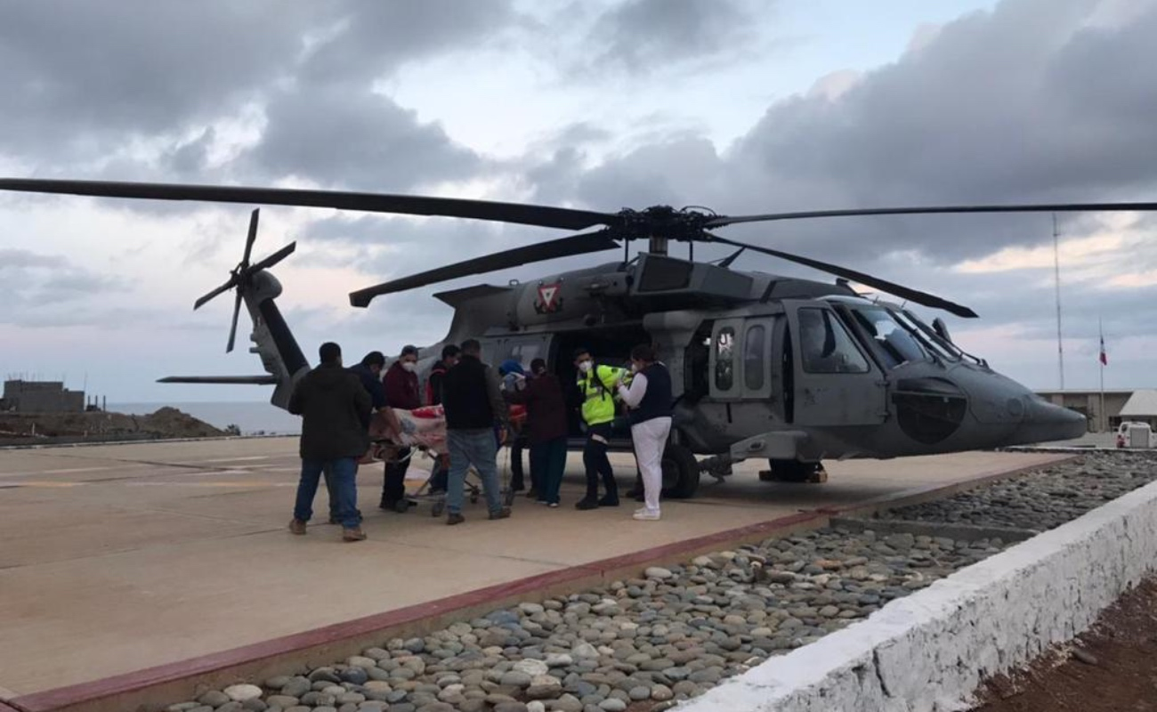 Marinos evacuan vía aérea de Cedros a un adulto mayor infartado