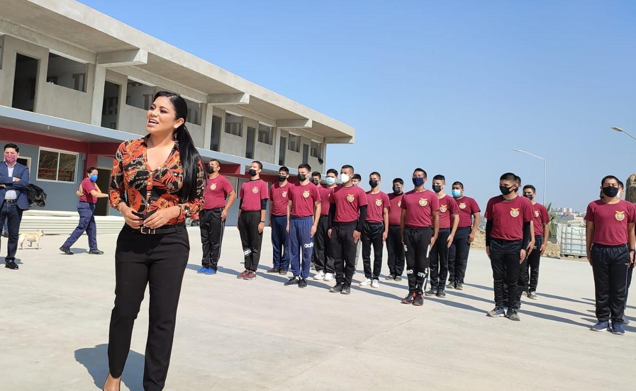 Visita Montserrat Caballero preparatorias militarizadas