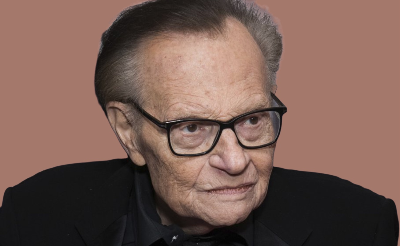 Larry King lleva a una semana hospitalizado por Covid-19