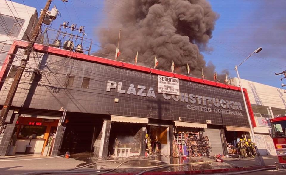 Declara Bomberos daños totales en Plaza Constitución por incendio