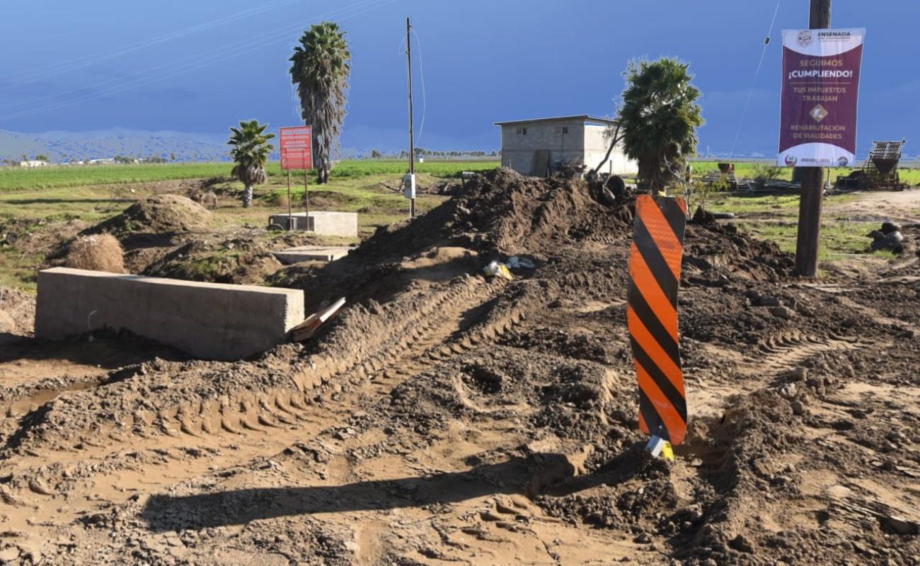 Arrancó raspado de vialidades principales en Maneadero