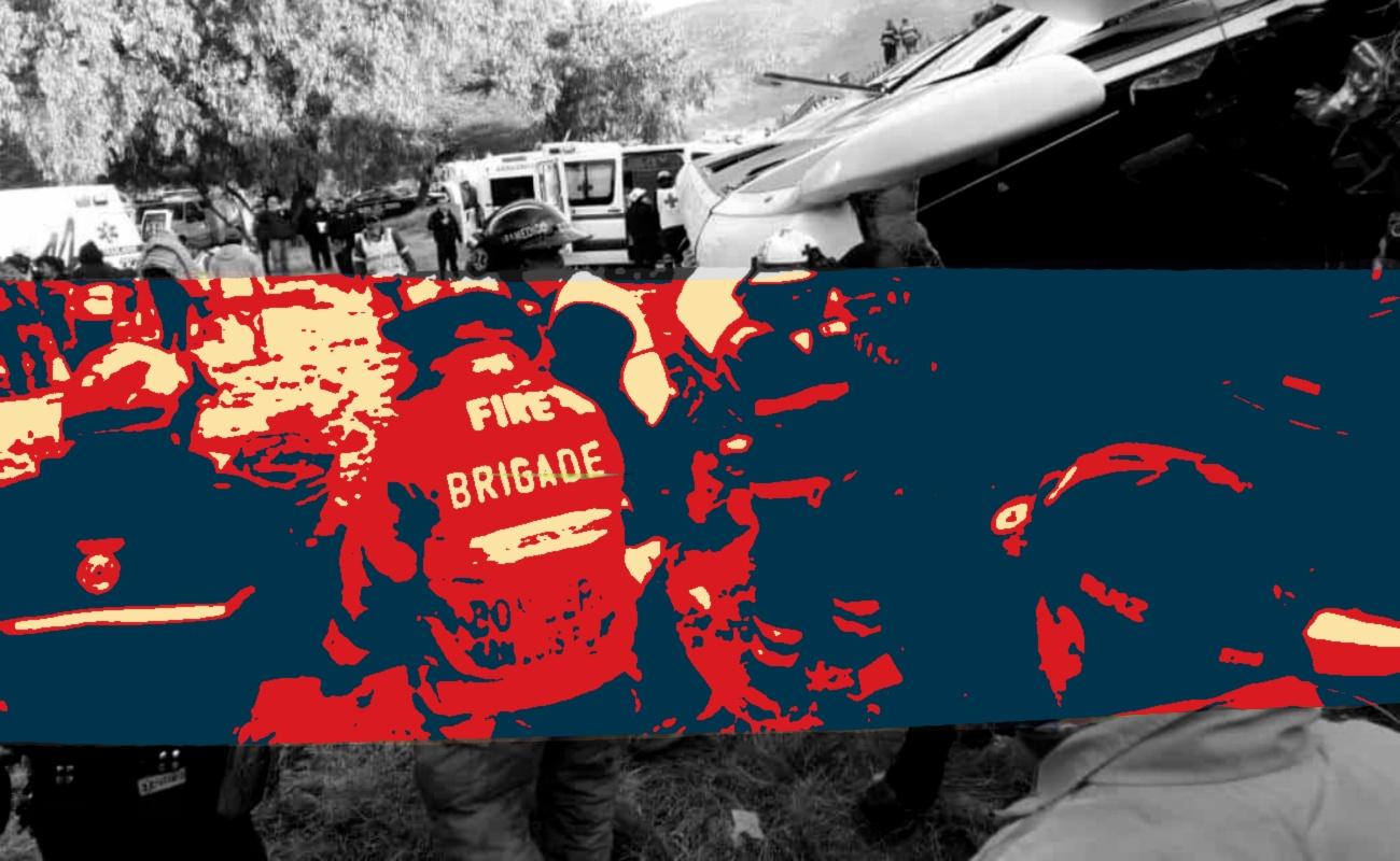 Murieron siete al volcar autobús en SLP