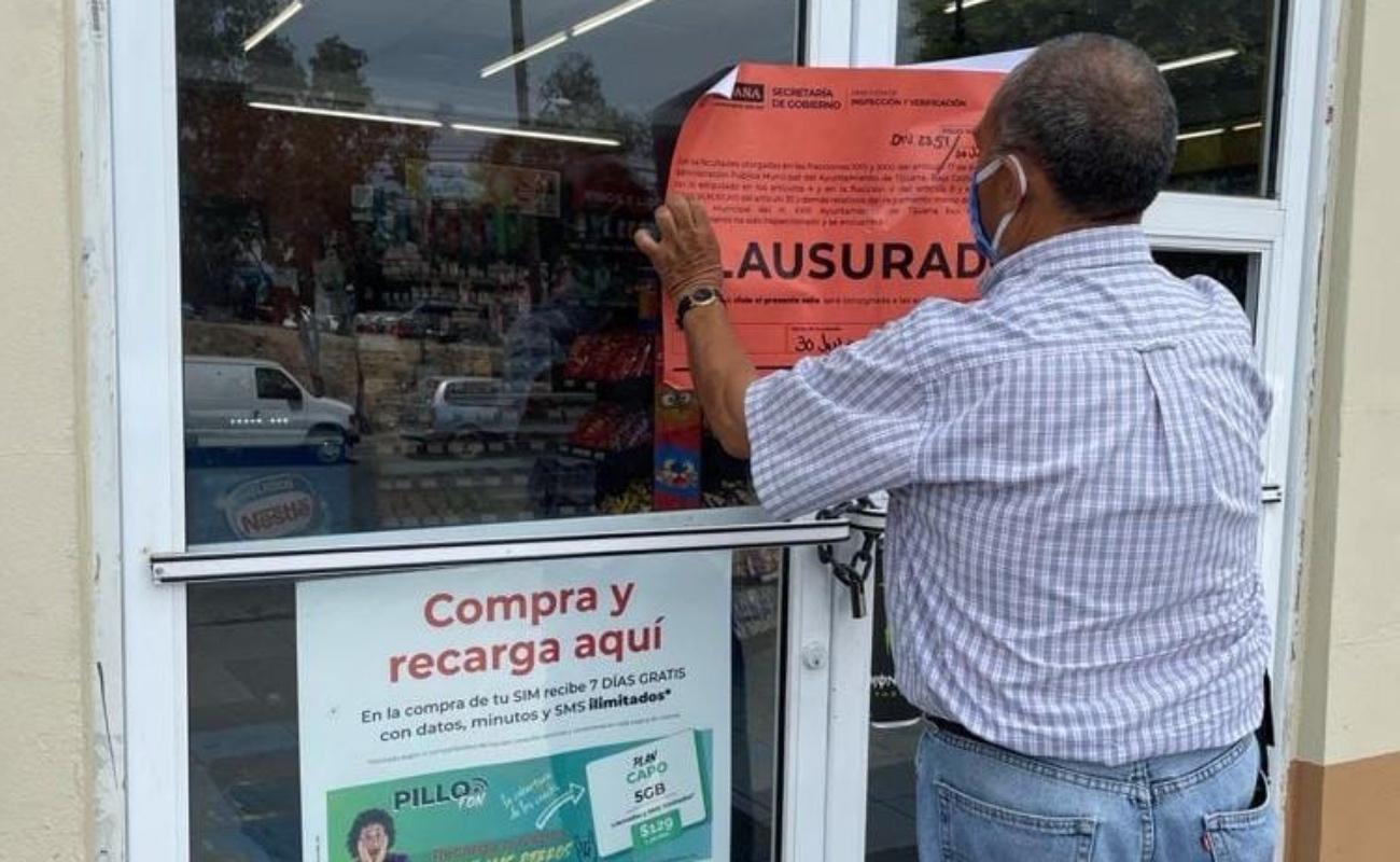 Clausuran establecimientos y sancionan a vendedores ambulantes