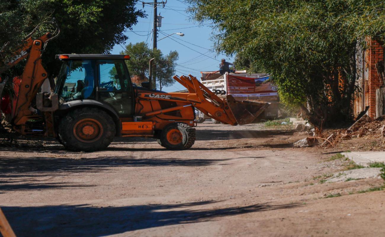 Inician obras de pavimentación en vialidades de Rosarito