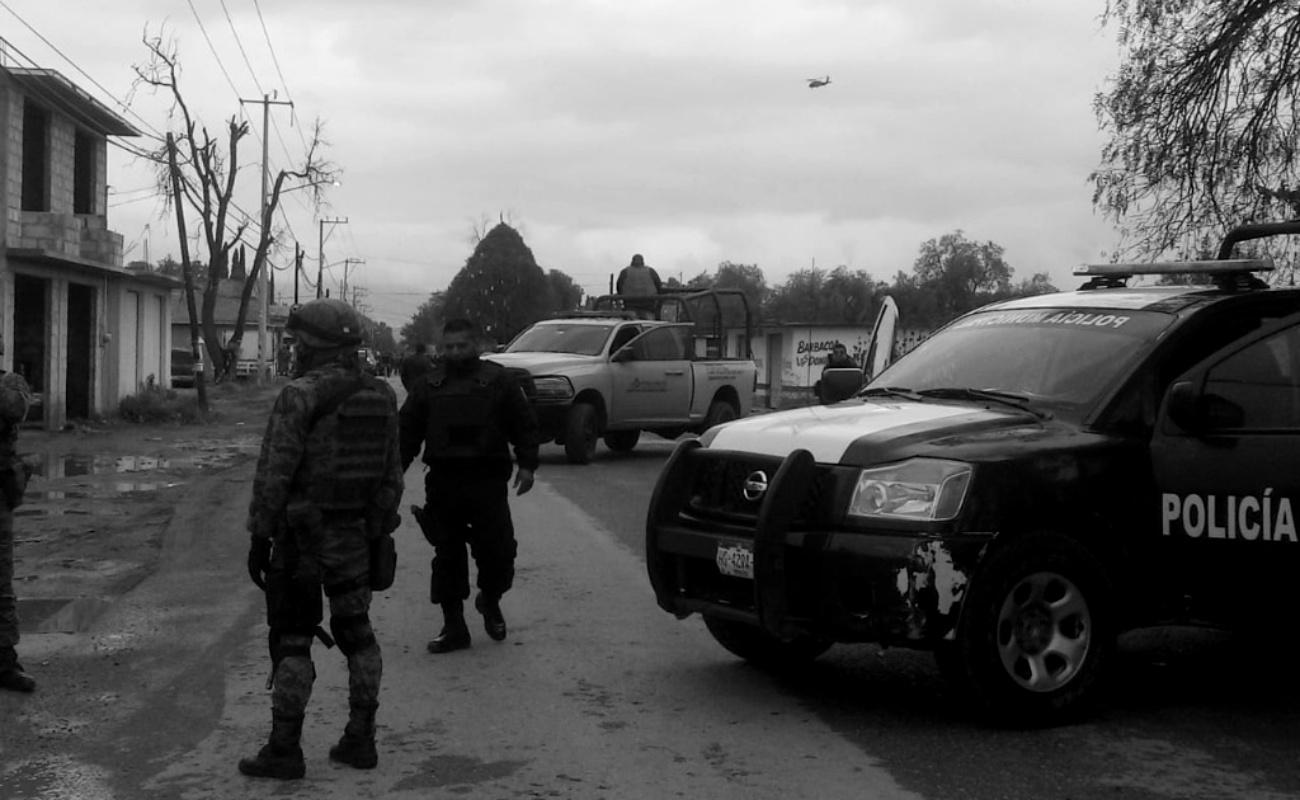 """Reportan a tres soldados retenidos por """"defensores"""" de huachicoleros"""