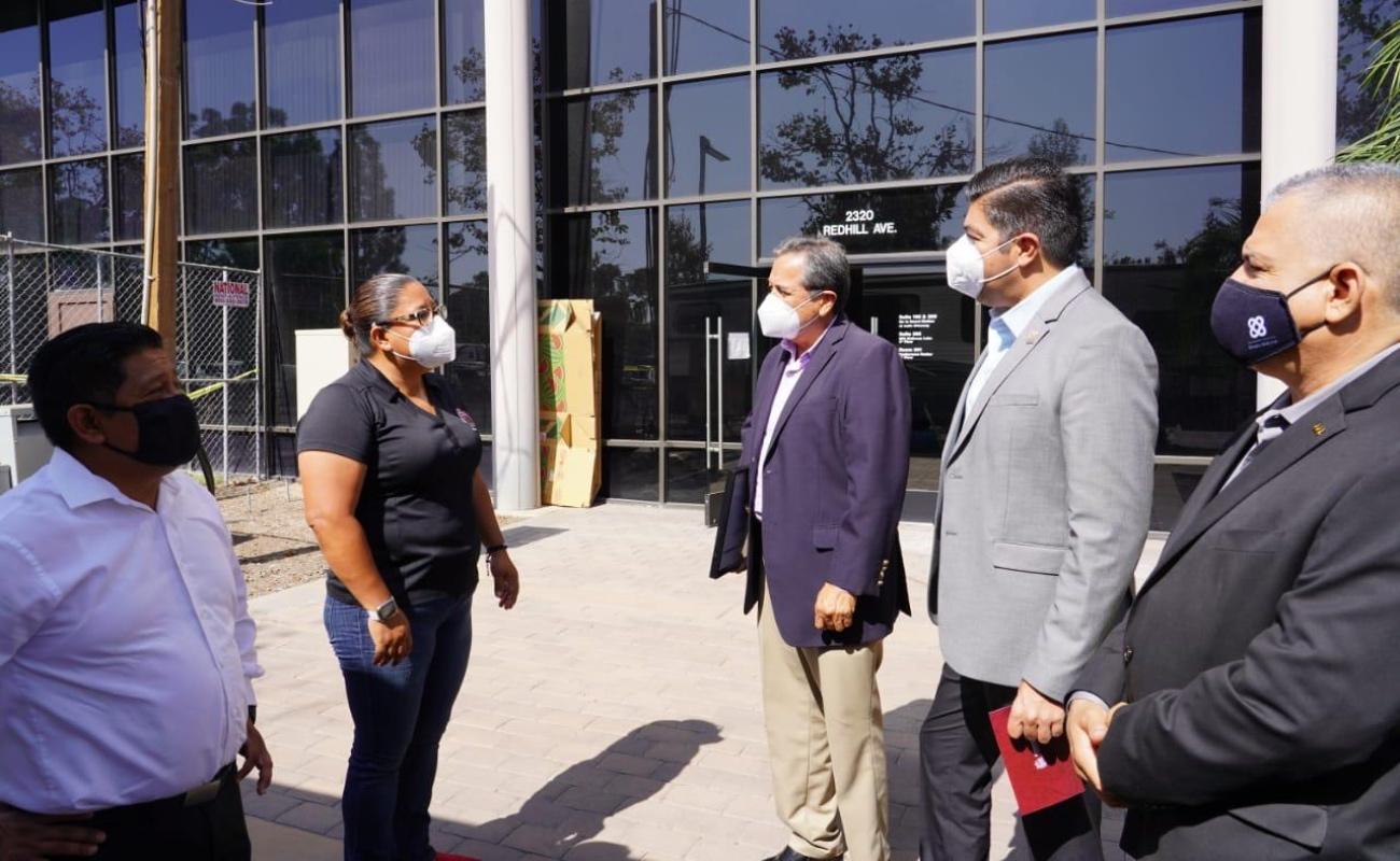 Recibe Armando Ayala donativo de equipo médico por 250 mil dólares