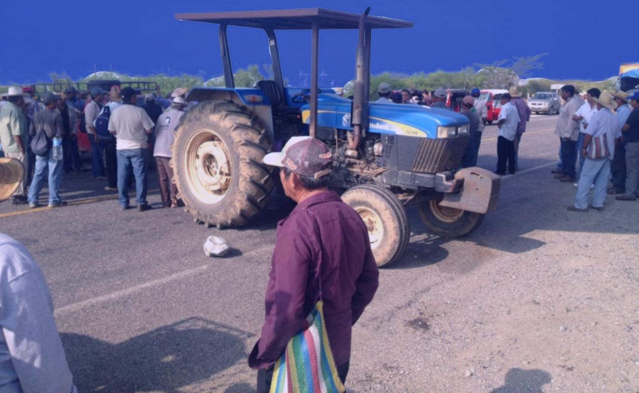 Campesinos bloquean carreteras del país en demanda de apoyos