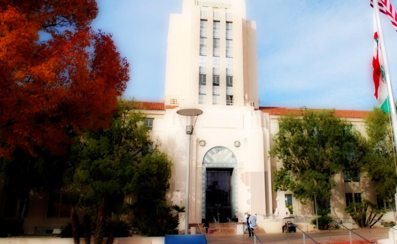 San Diego ya permite clases deportivas; también operar a iglesias y peluquerías