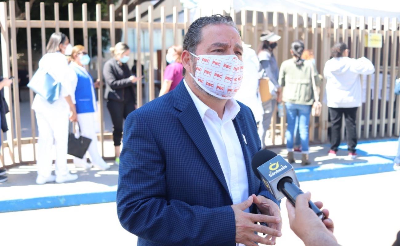Reconoce Carlos Atilano la entrega del personal de Salud