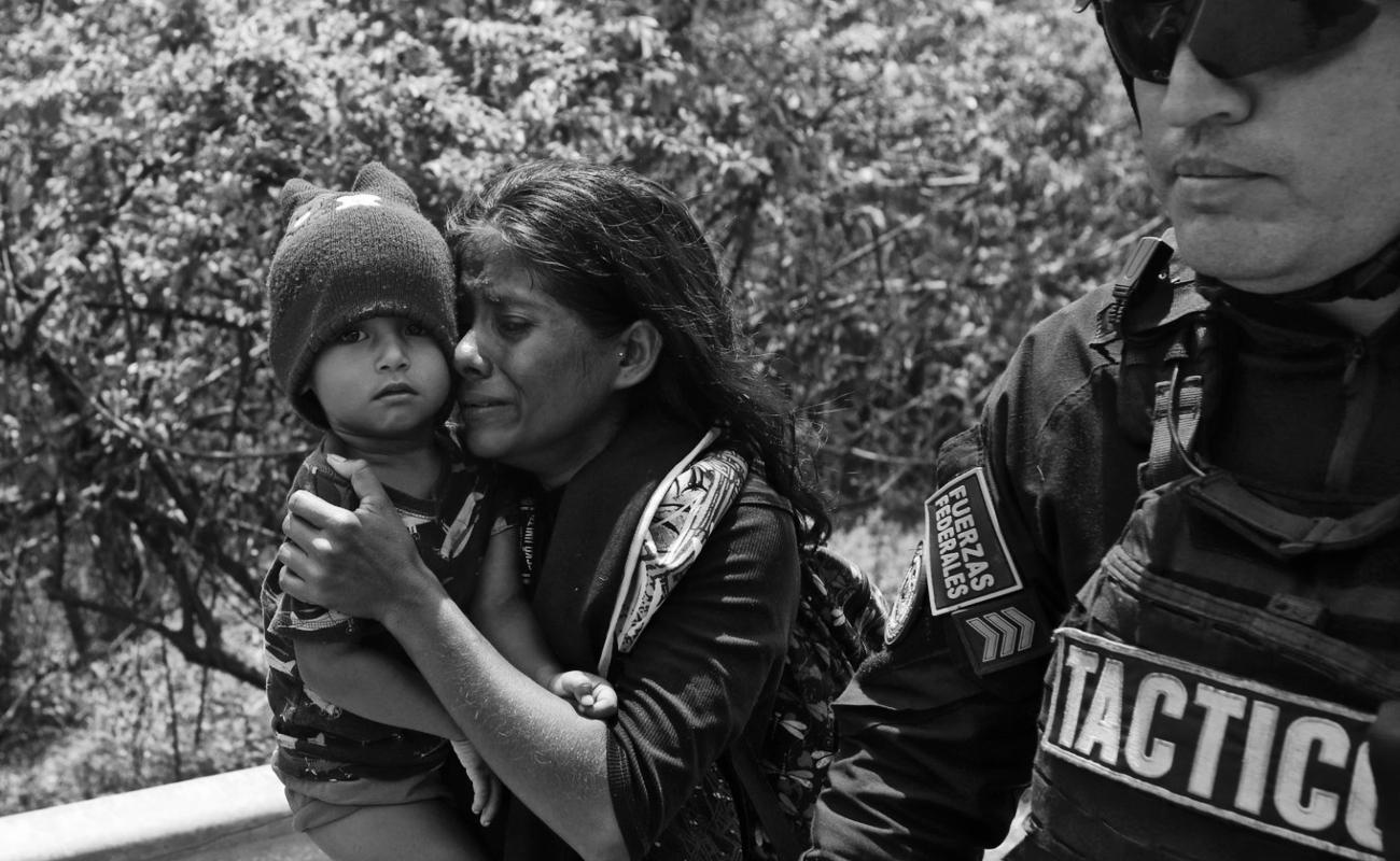 Migrantes se dicen temerosos en México, tras la detención en redada de cientos de ellos