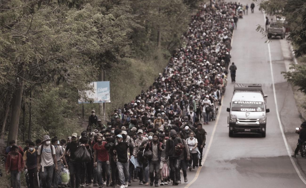 Soldados impiden avance de caravana migrante en Guatemala