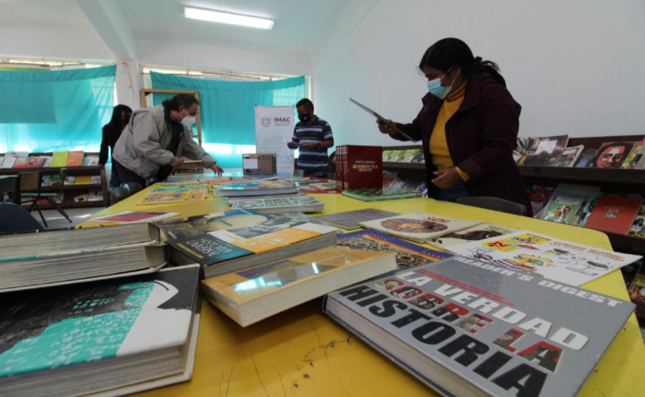 Donan libros a primaria indígena Ve'e Tu'un Xavi