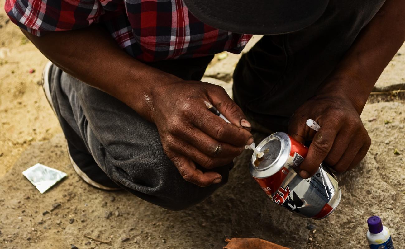 Cincuenta pesos de heroína en las venas para olvidar y alejarse de todo