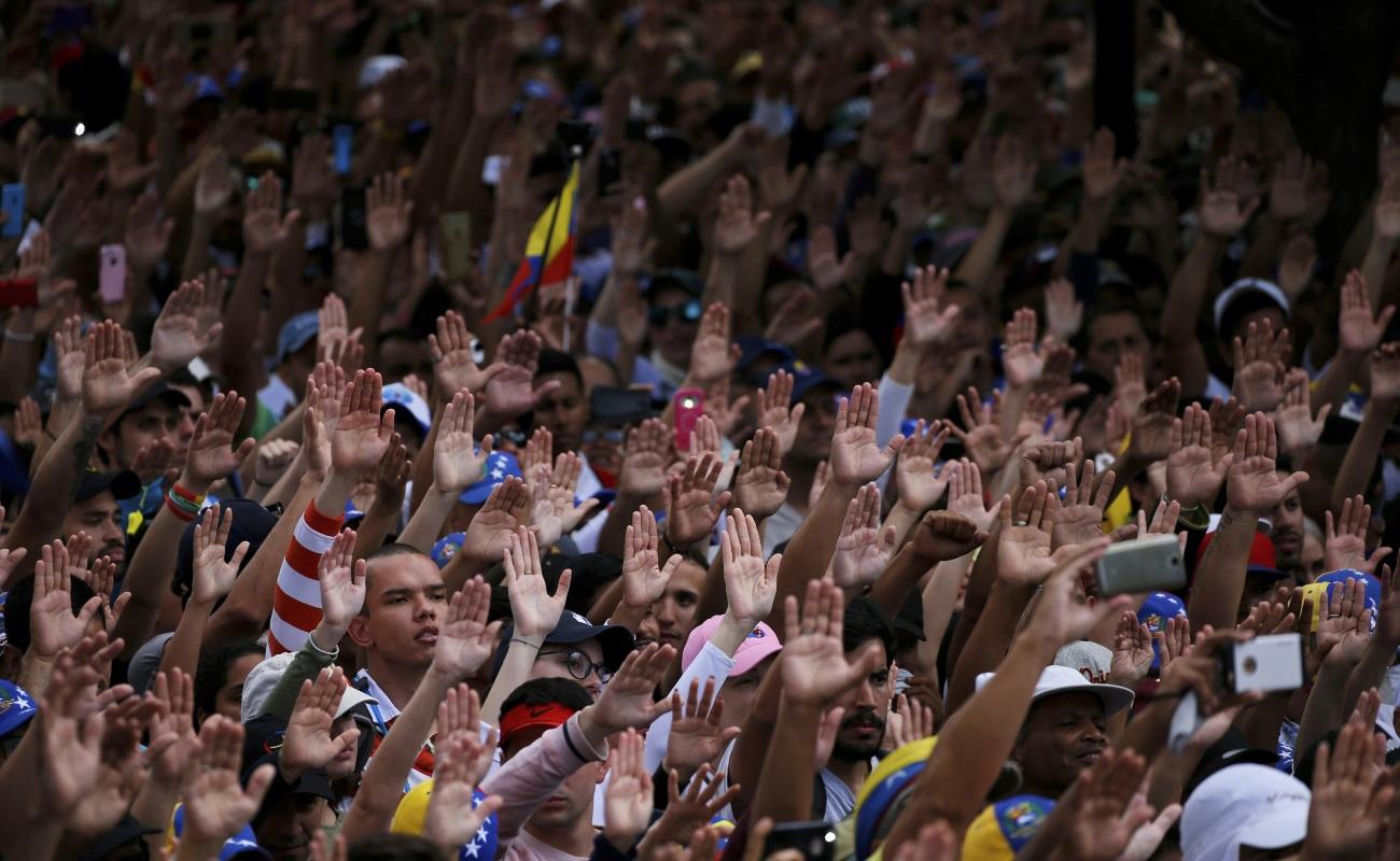 Reino Unido respalda a opositor de Maduro