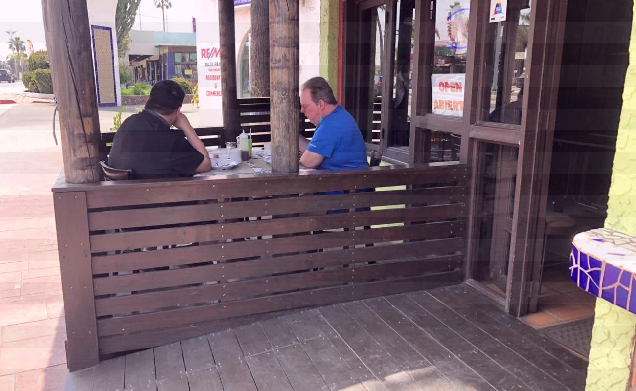 Sancionan a dos restaurantes en Rosarito por no acatar medidas preventivas