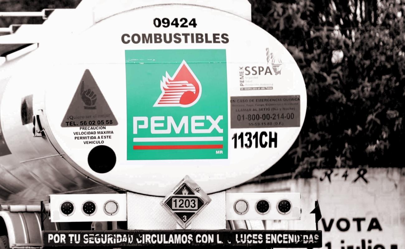 """Durante crisis del """"huachichol"""", solo había gasolina para una semana, revela AMLO"""