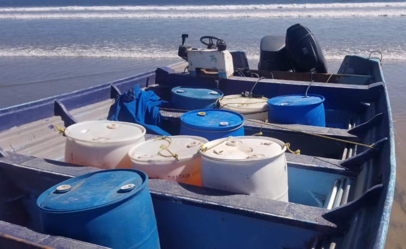 Asegura Marina mil 300 litros de combustible y una embarcación