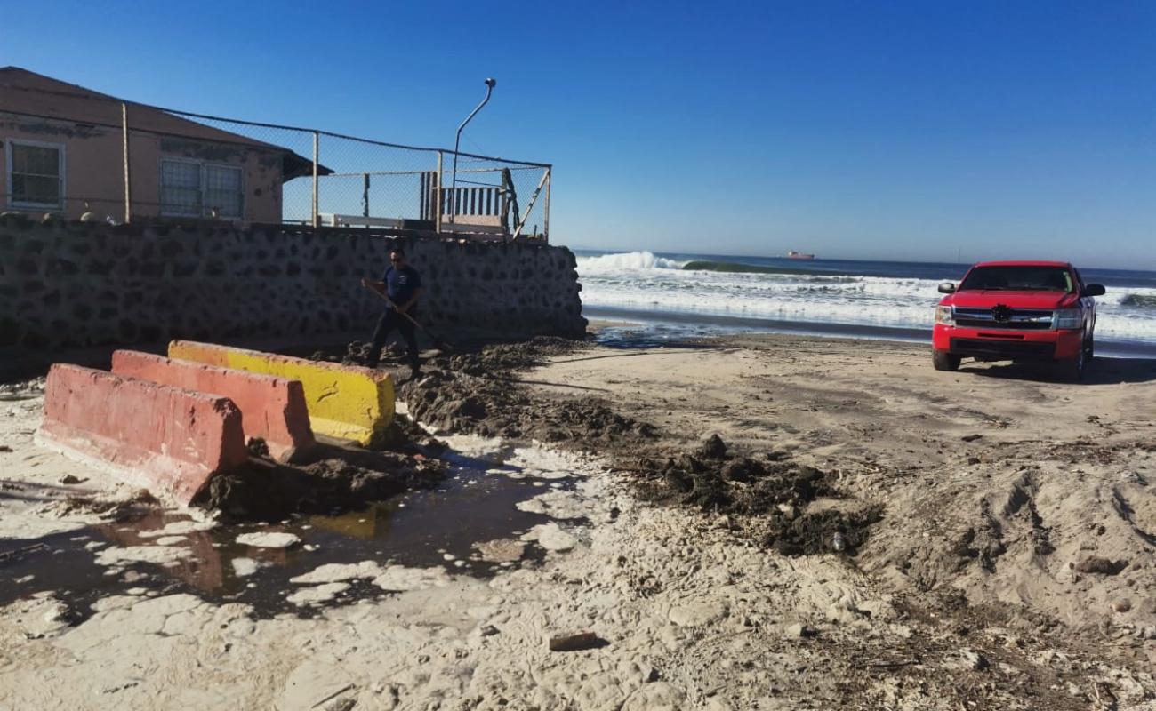 Advierte Protección Civil y Bomberos sobre marea alta en Rosarito