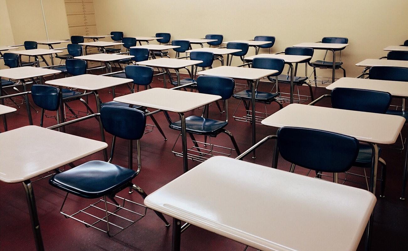 Están sin clases 220 mil estudiantes por paro magisterial en BC