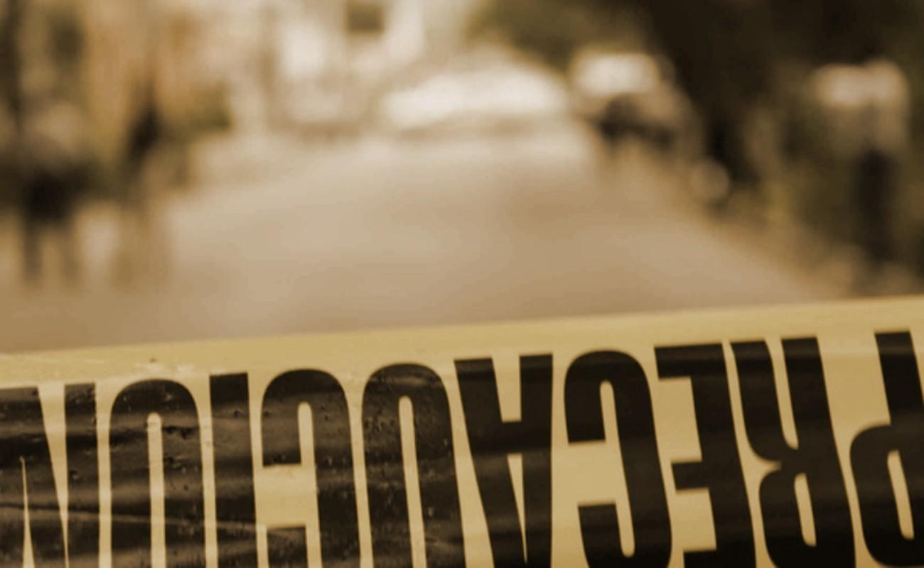Abandonan ataúd con cadáver en camino vecinal