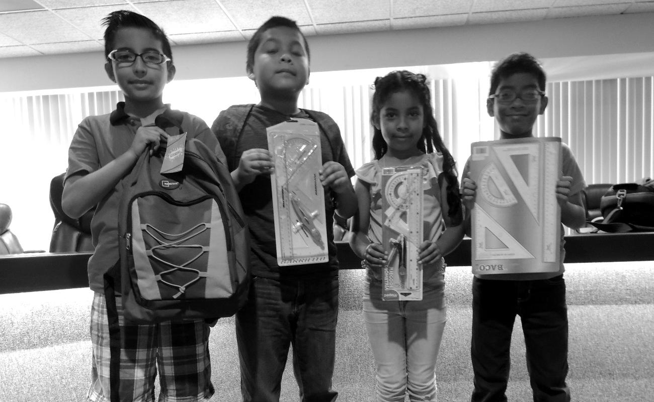 Reúne Canaco útiles escolares para niños de escasos recursos