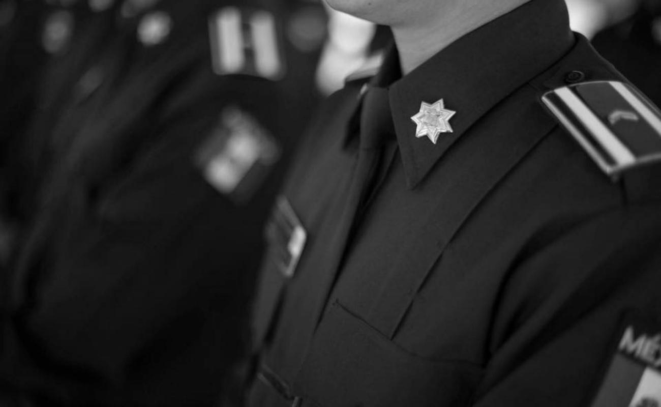 Rinden honores a policías municipales muertos por ataque en restaurante