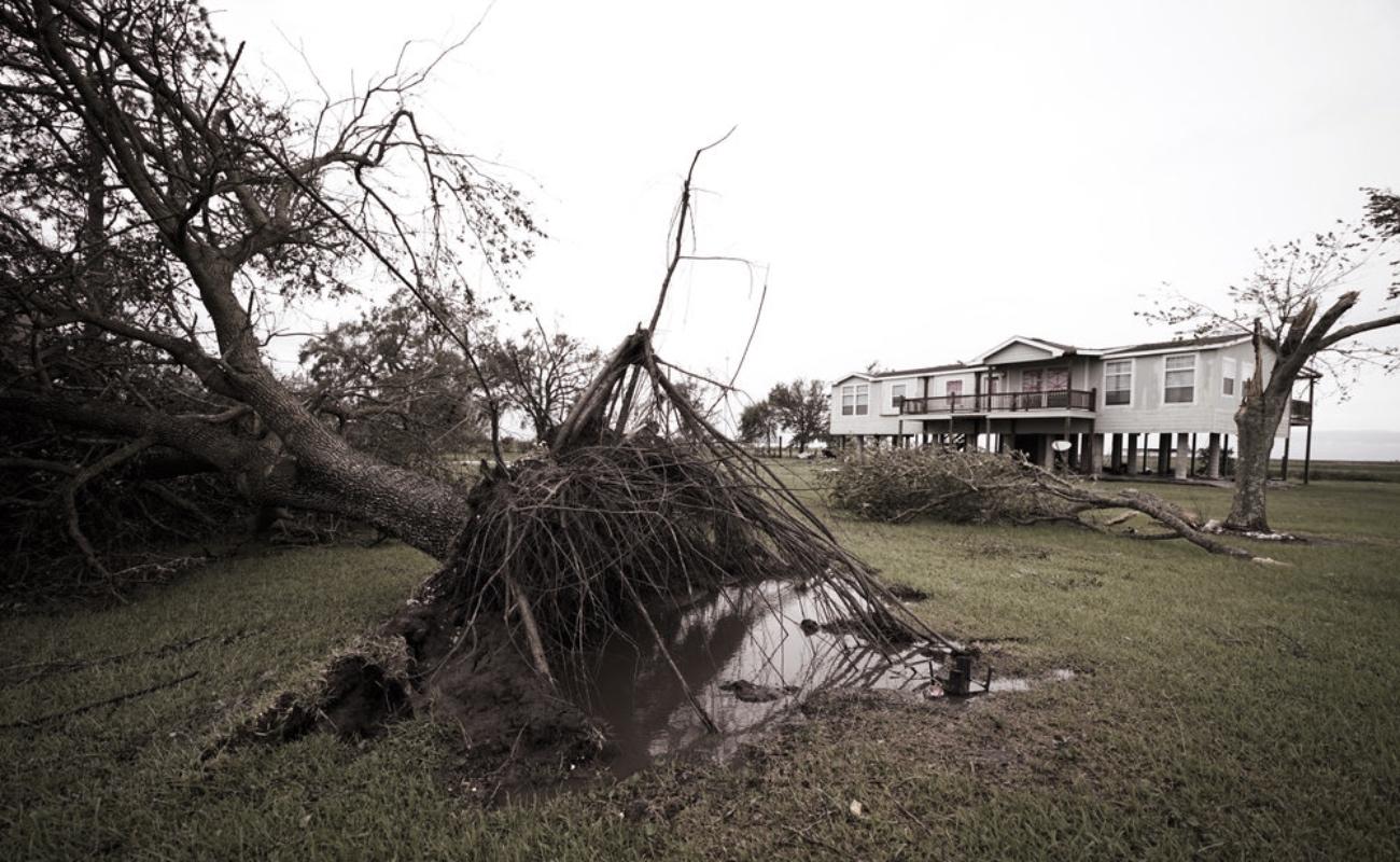 Laura azota Luisiana, causa una muerte, destrucción e inundaciones