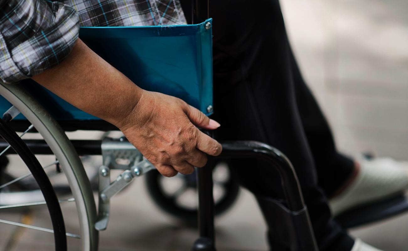 Pacientes con esclerosis múltiple afirman que siguen esperando apoyo de AMLO para su tratamiento