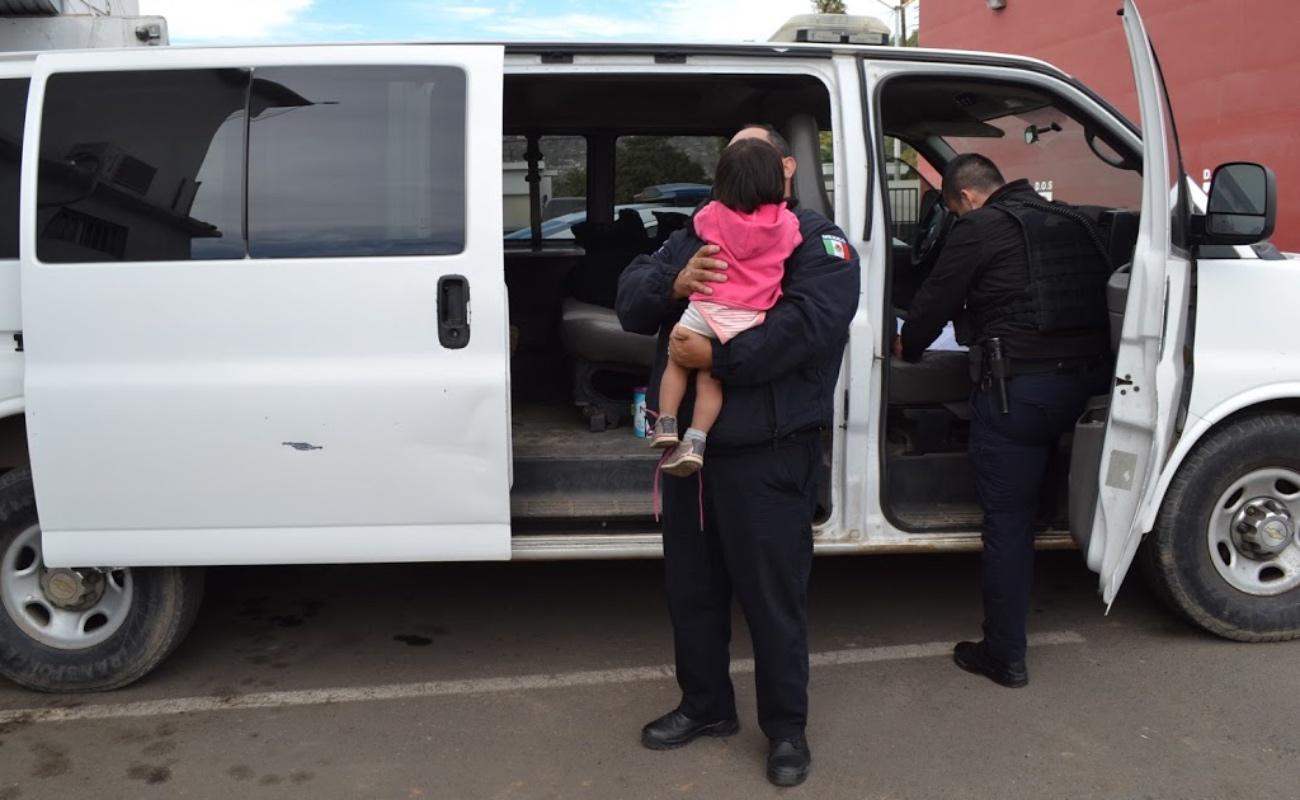 Rescatan a dos menores que deambulaban con una mujer, al parecer drogada