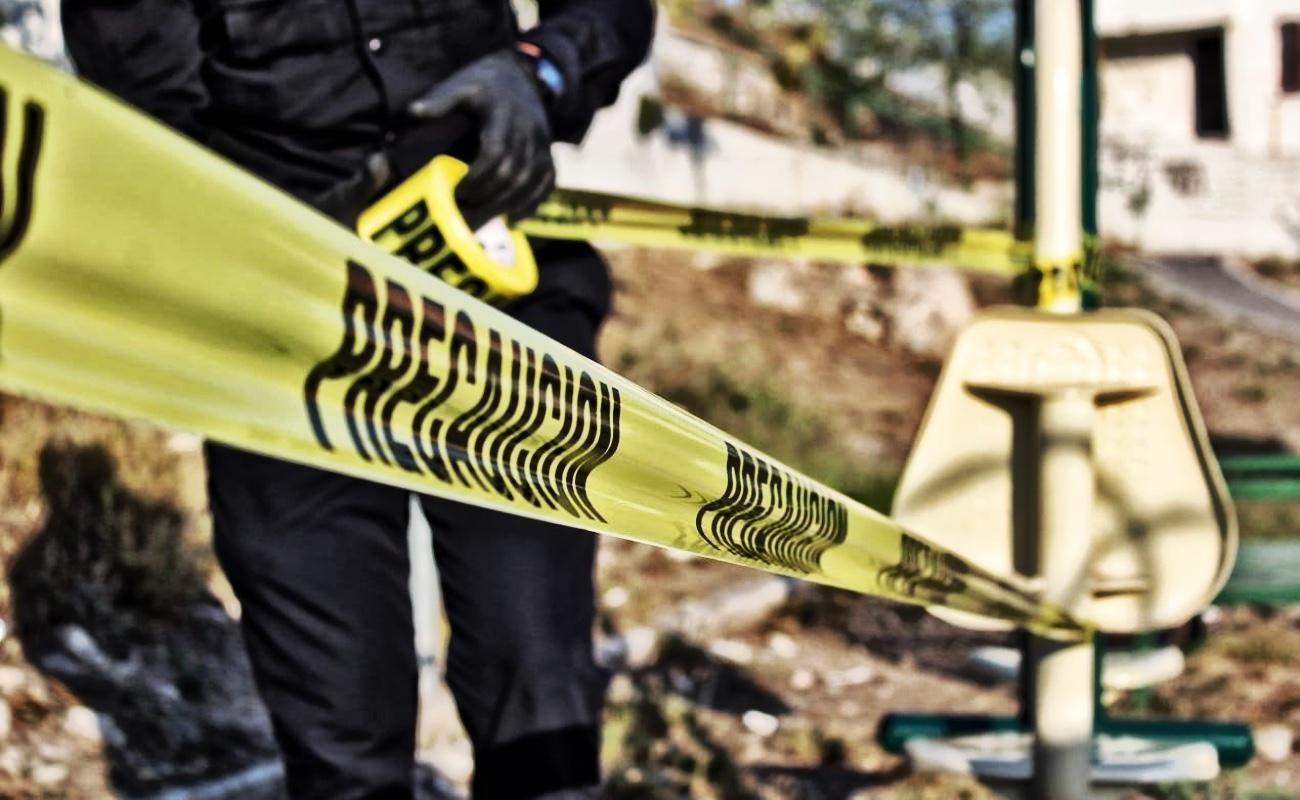 Dejan cadáver de mujer encobijado y con narco mensaje