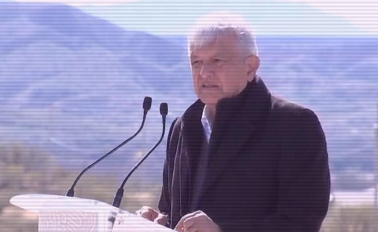 Se reúne López Obrador con familia LeBarón en Bavispe