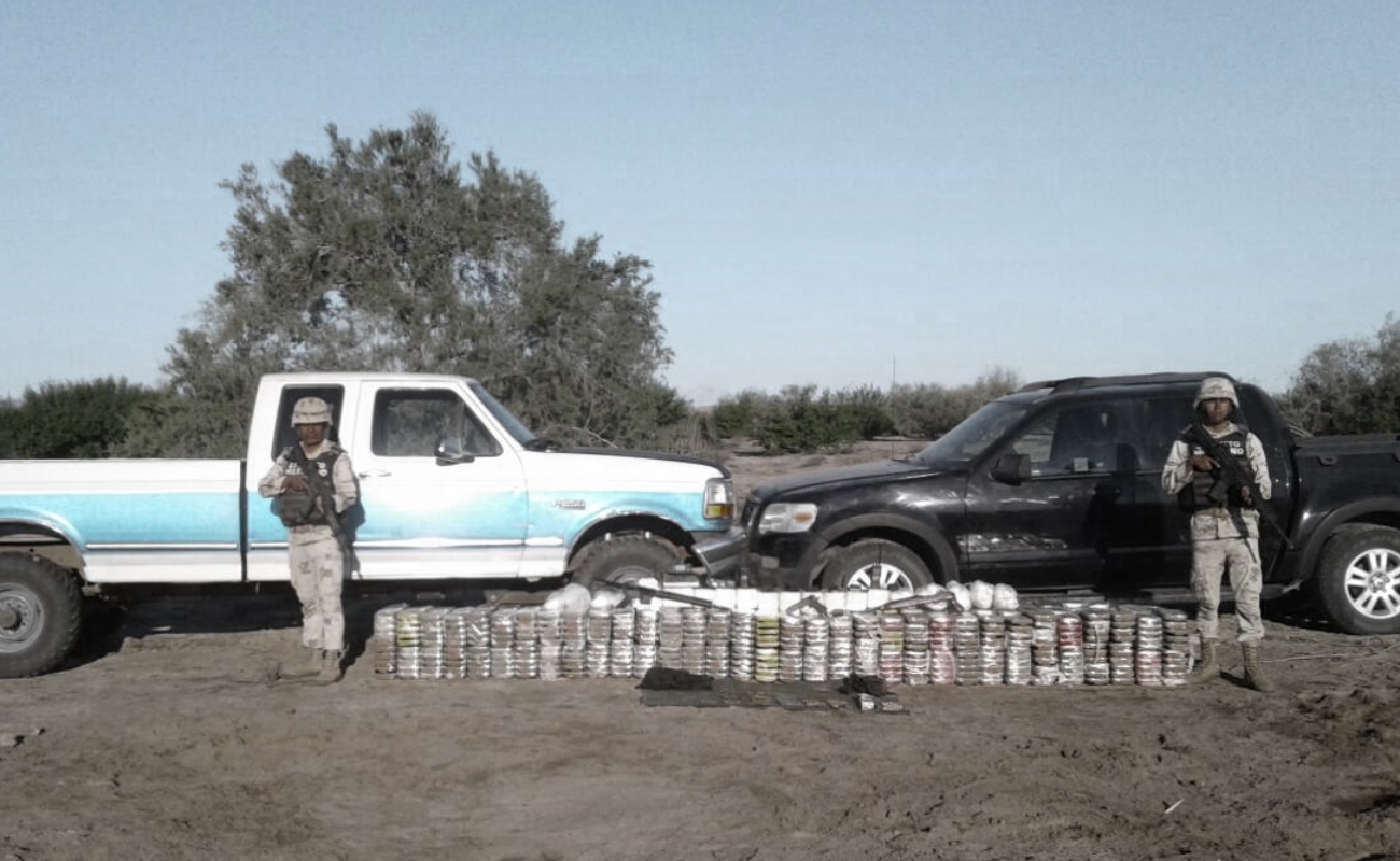 Descubren 700 kilos de drogas y arsenal en Puertecitos