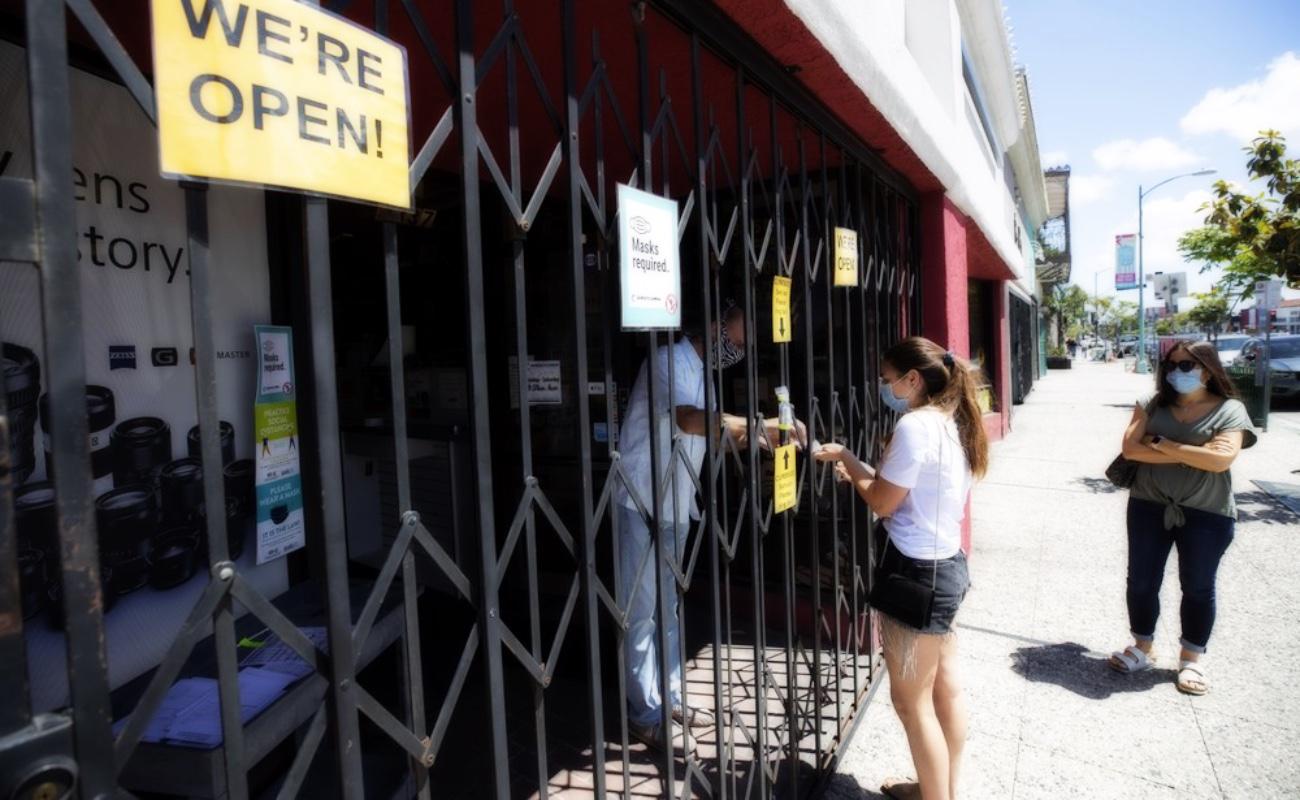 Restaurantes recibirán comensales y tiendas clientes en San Diego tras cierres por Covid