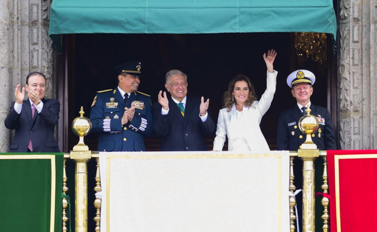Transcurre sin invitados y con nuevos participantes el primer desfile de AMLO