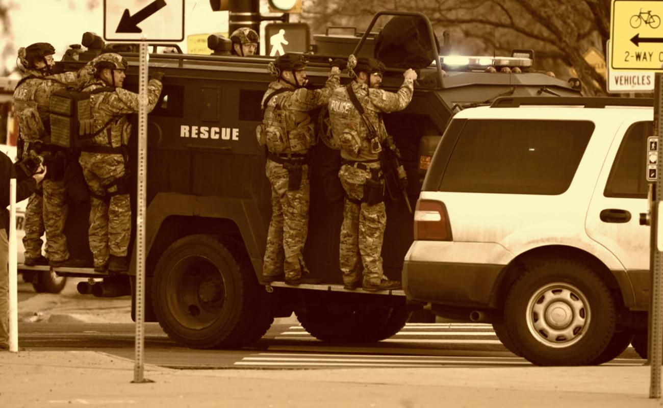 Tiroteo en centro comercial de Colorado deja 10 muertos, uno era policía