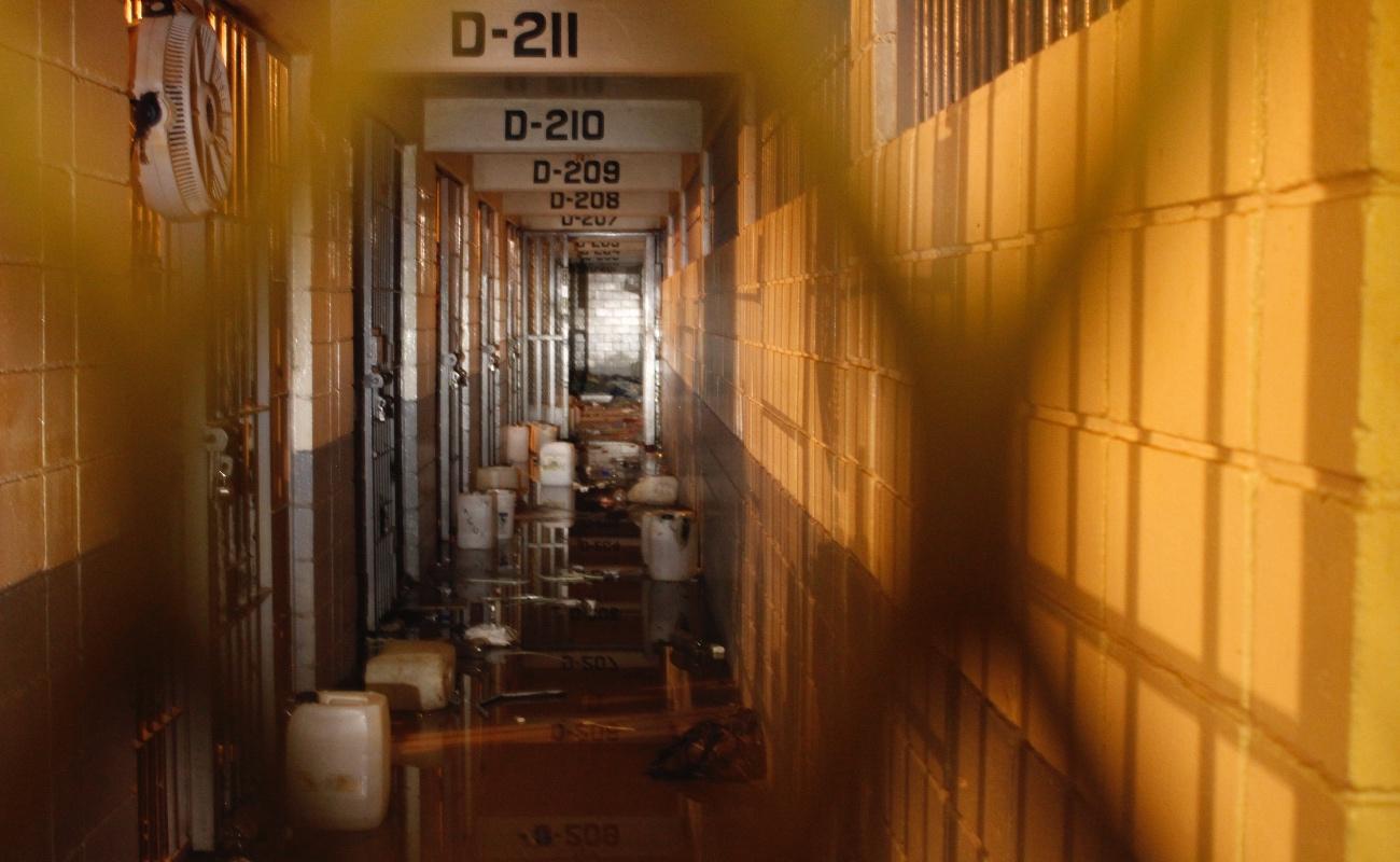 Trasladan a 227 reos del cereso de Mexicali al penal de El Hongo