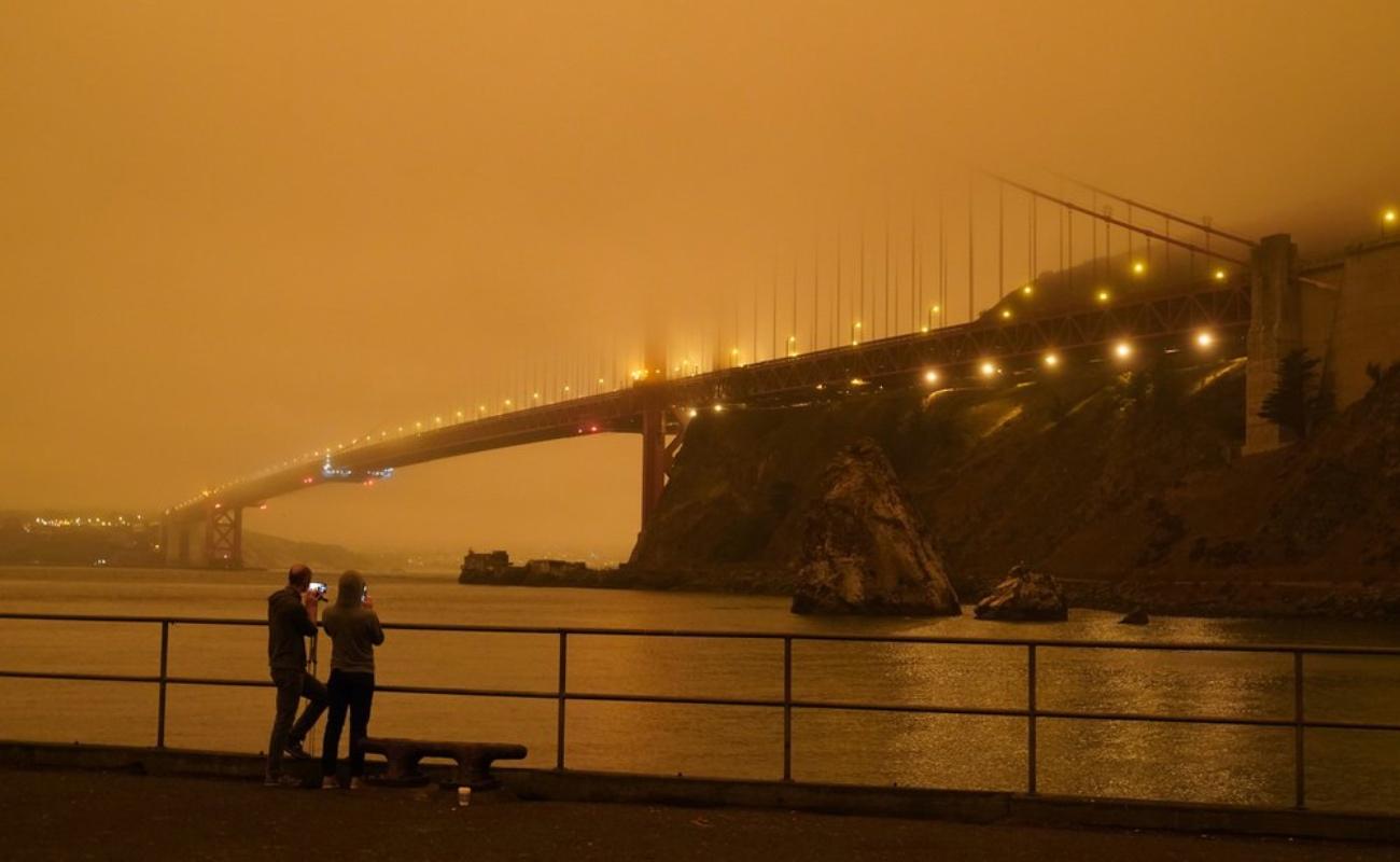 Humo de incendios oscurece los cielos de California