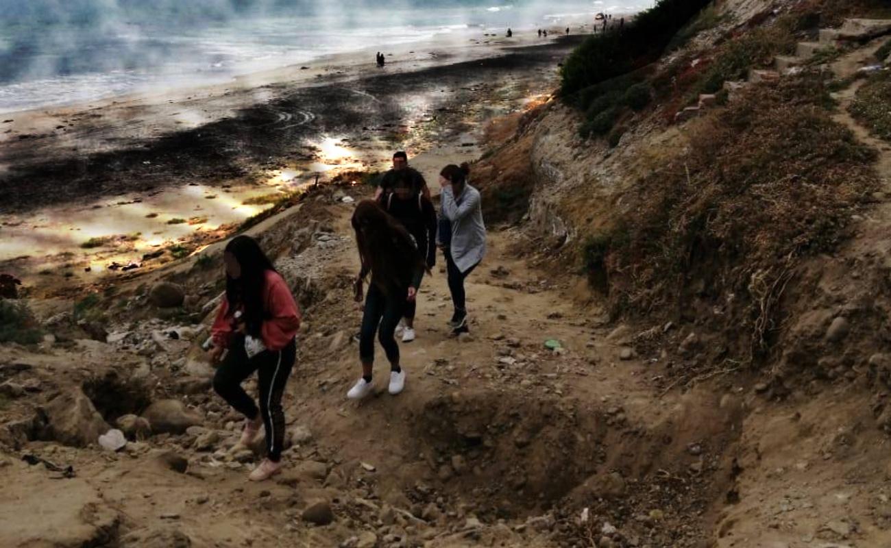 Retira Policía Municipal a cincuenta personas de zonas de playas
