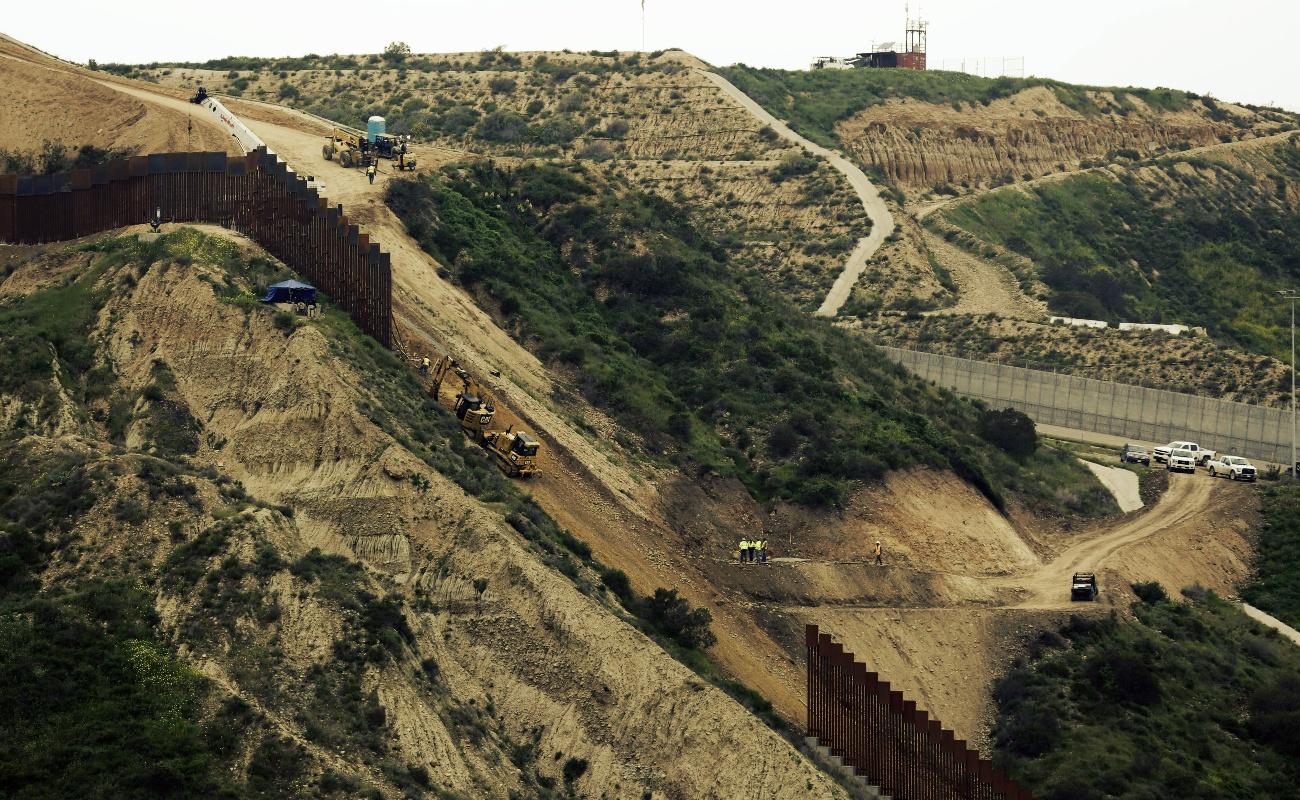 """Senado de EU rechaza la """"emergencia fronteriza"""" para financiar el muro de Trump"""