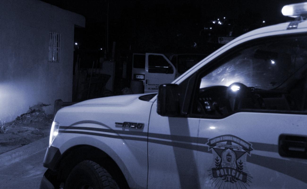 Reportan asesinato de mujer semidesnuda, de sexagenario y otros tres hombres