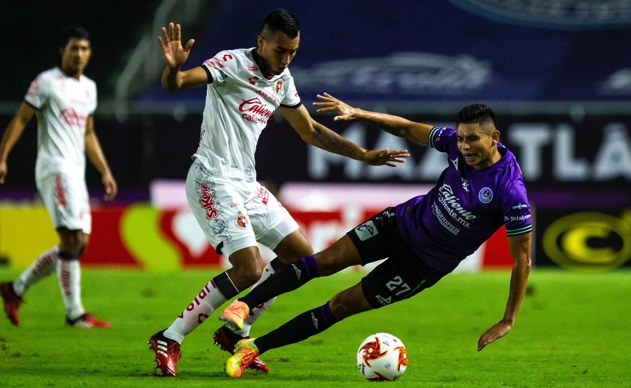 Mazatlán FC vence por la mínima diferencia a Xolos y deja el sótano