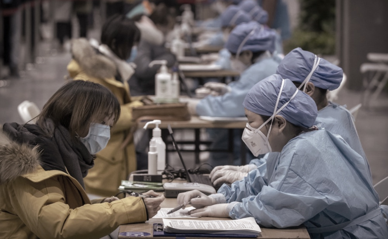 En medio del repunte del Covid-19, China termina hospital
