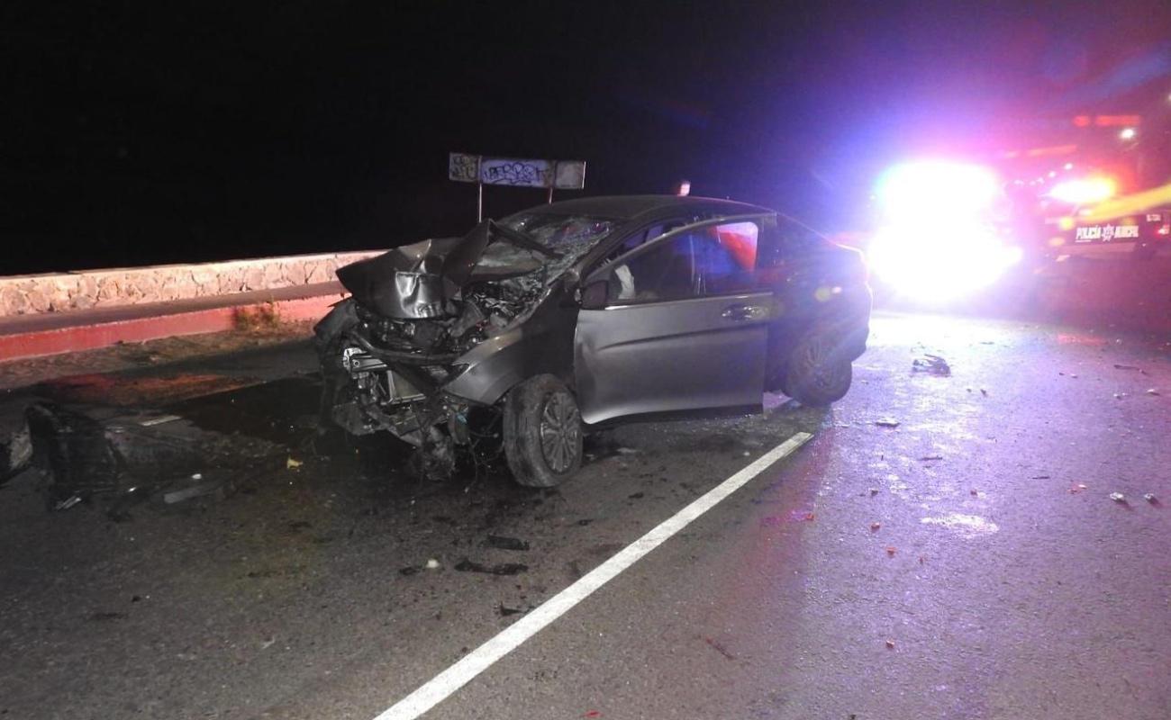 Muere joven mujer en choque vehicular en el parador turístico de Ensenada