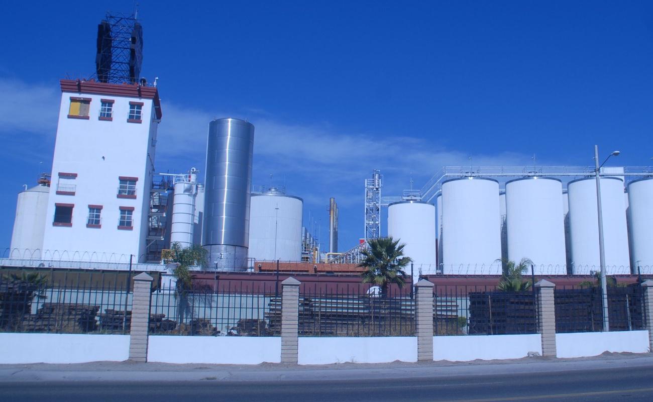 """Bonilla acusa de """"conflicto de intereses"""" al apoderado de Cervecería Tecate"""