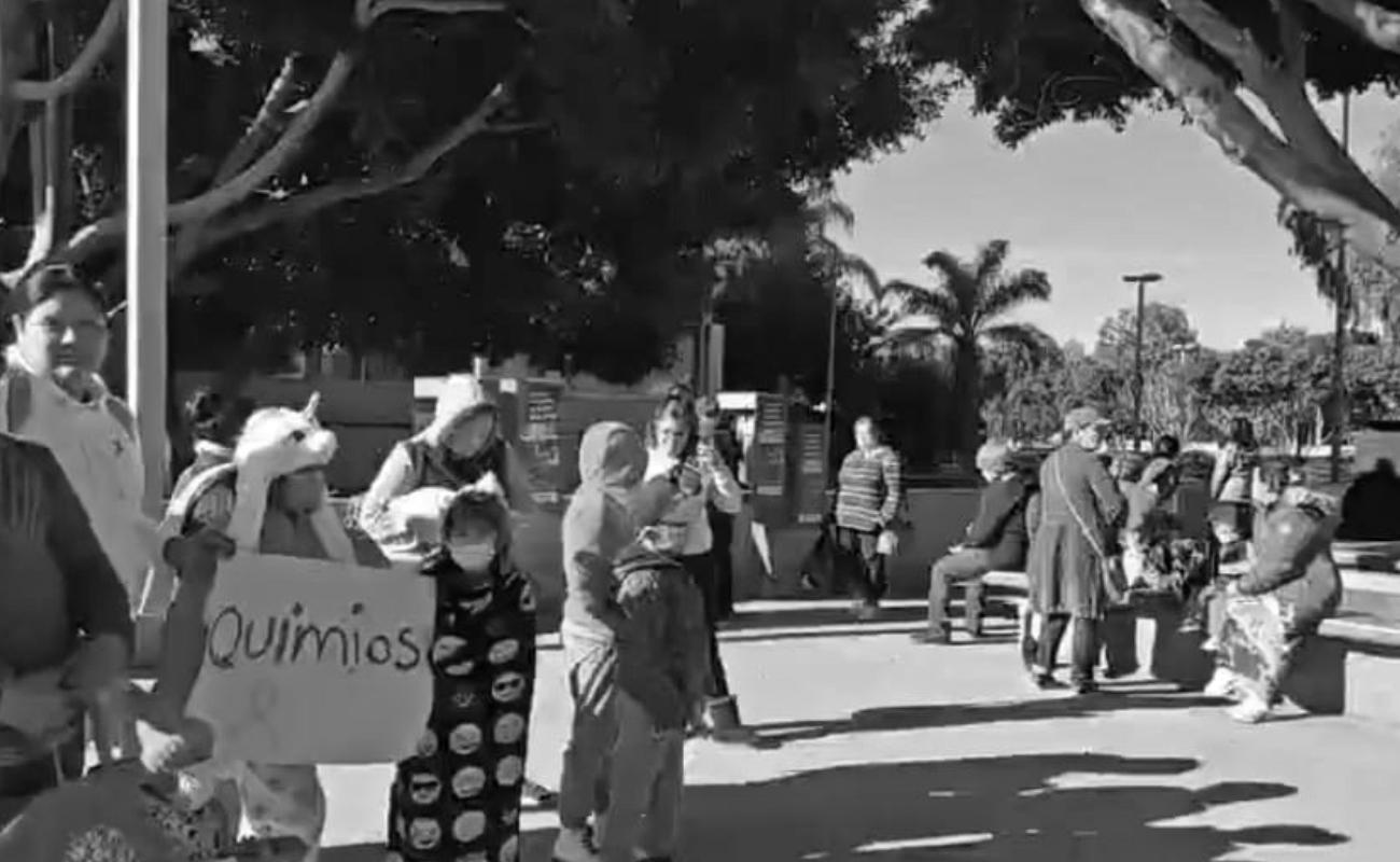 Protestan por falta de medicamentos para niños con cáncer del Hospital General
