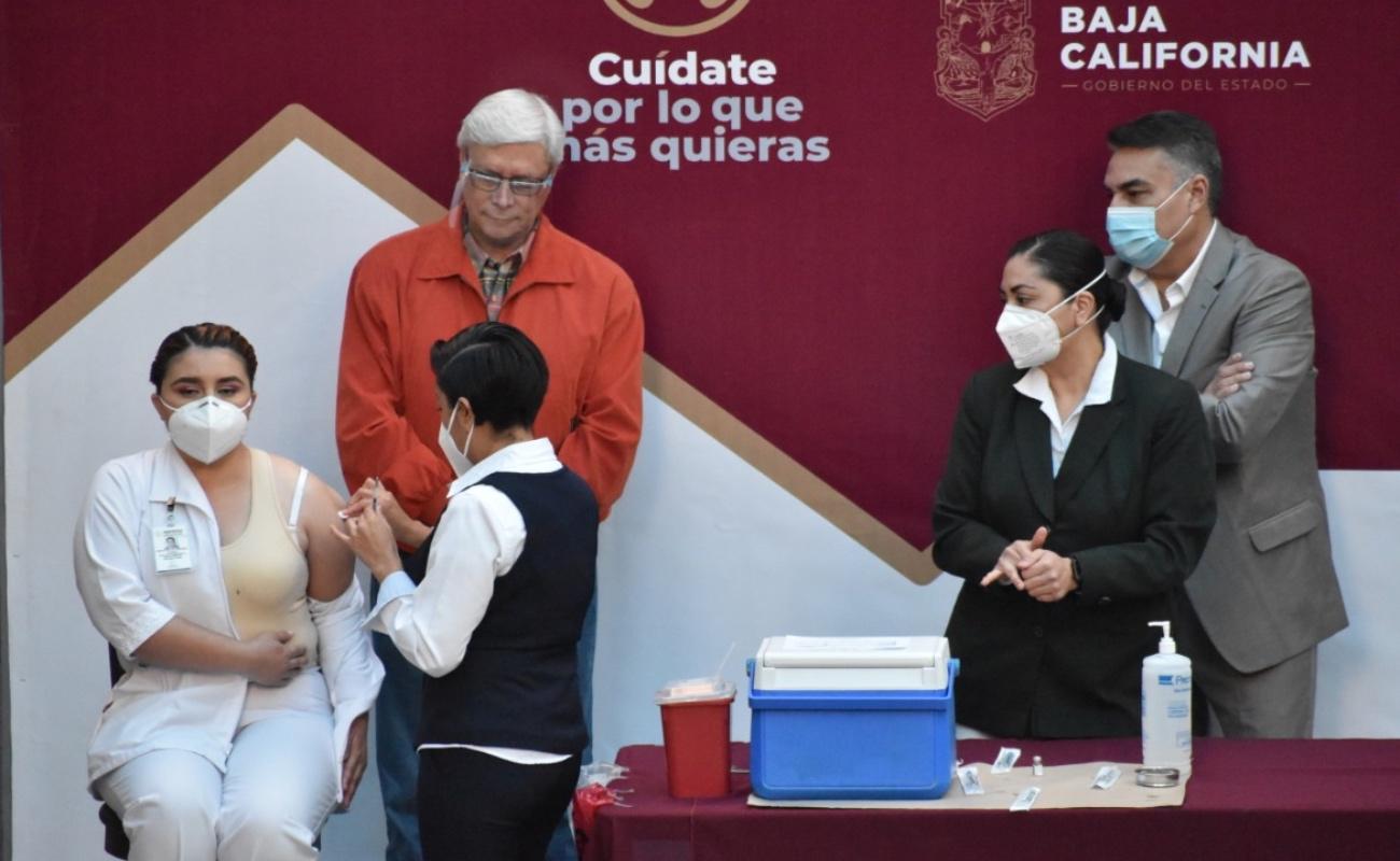 Arranca campaña de vacunación a personal médico de Baja California