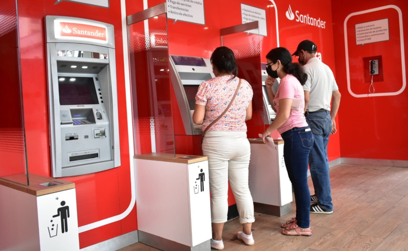 Pretende SAT vigilancia mensual y no anual de los depósitos bancariosen efectivo